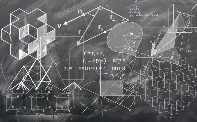 Lousa mostra equações matemáticas e desenhos geométricos feitos em giz branco.