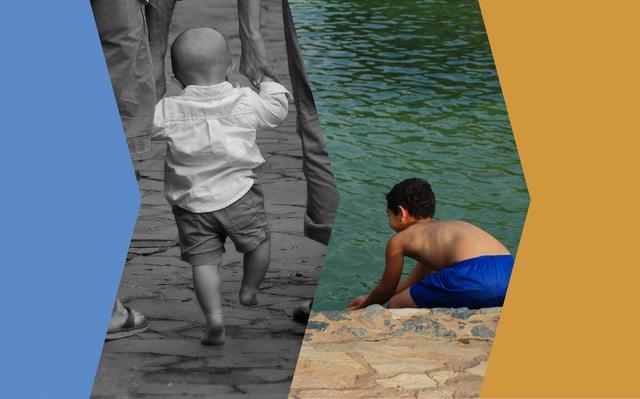 Montagem com duas fotos: a primeira, de uma criança, de costas, dando as mãos para dois adultos, e a segunda, de um menino curvando-se para pegar água em um canal que parece um rio. Ao lado das fotos, há faixas nas cores azul e laranja.