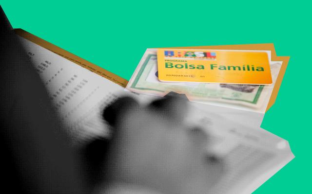 Mão apoiada sobre documentos de RG e cartão do Bolsa Família, que estão em cima de mesa, entre outros papéis.